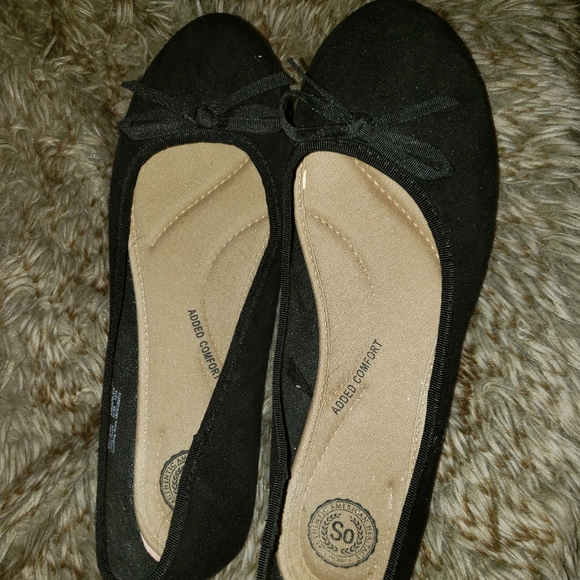 So brand flat black shoes